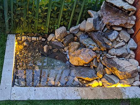 bassin avec fontaine en pierre
