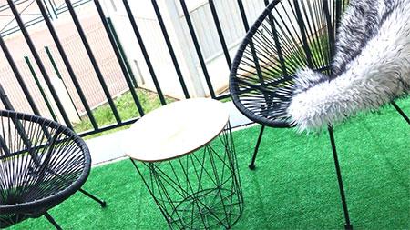 fauteuil et chaises acapulco sur terrasse