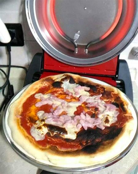 pizza dans four à pizza