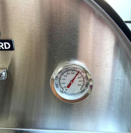 thermomètre pour indiquer la température du four