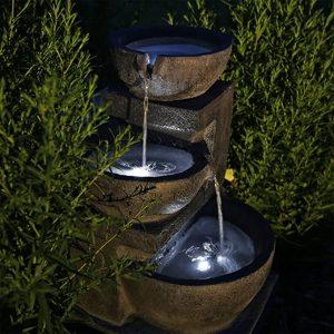 fontaine avec éclairage led à l'énergie solaire