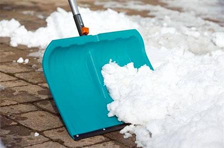 pelle qui retire de la neige de la marque gardena
